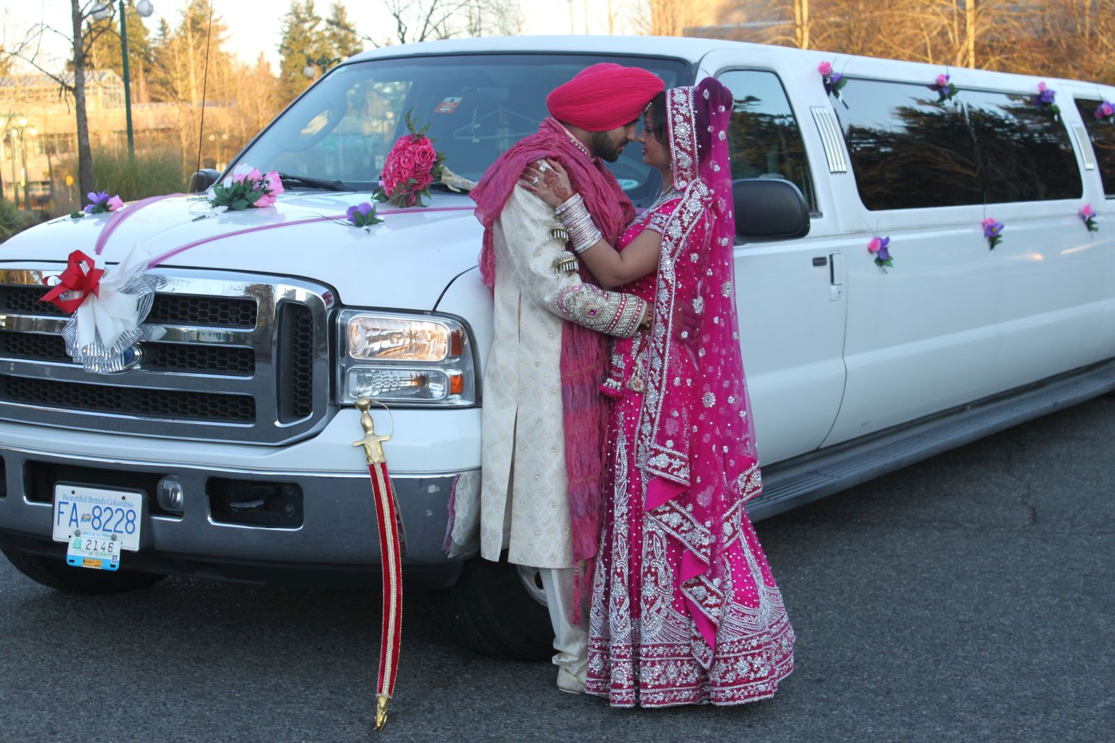 Love is in the air - Couple in front of President Limousine
